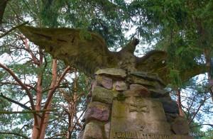 Нарочь памятник
