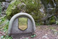 Расколотый камень Альбертинский